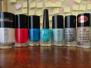 Clothes & Dreams: I've got my hands full with experiments nail polish