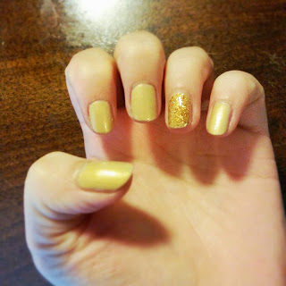 Clothes & Dreams: NOTD: Not all that glitters is gold Nail art