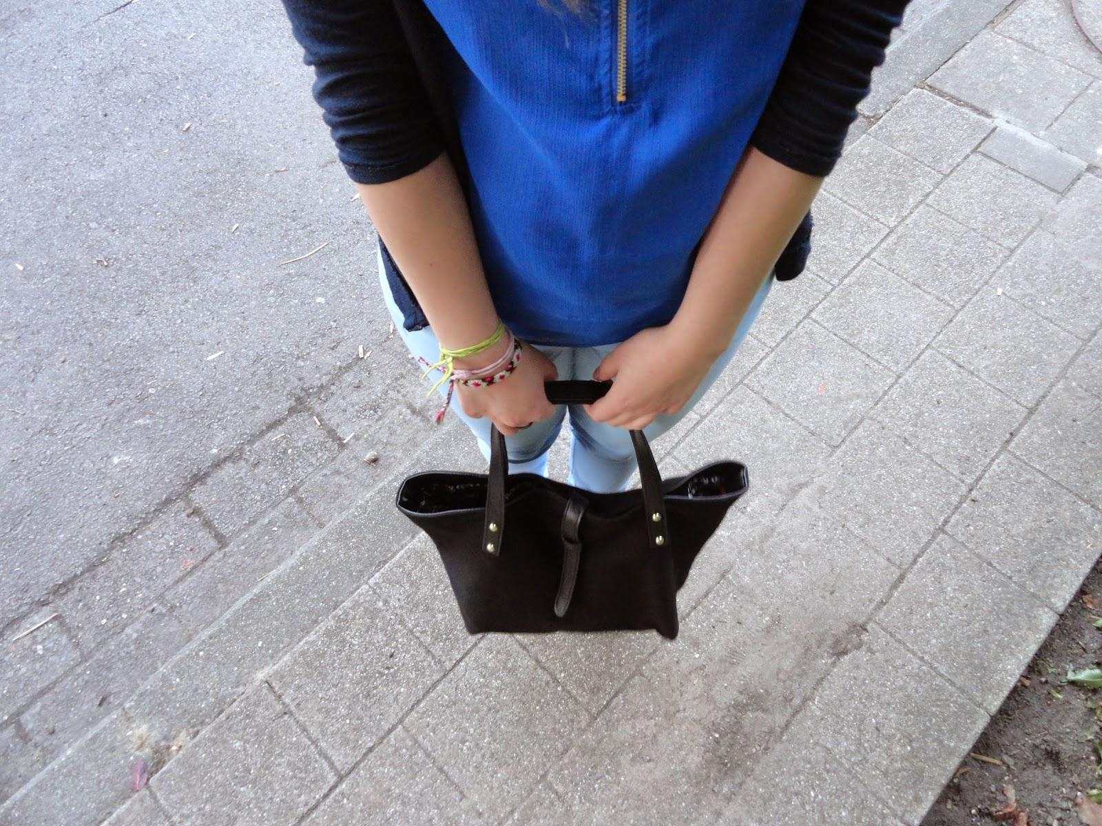 Clothes & Dreams: OOTD: I've got the blues: Forever21 black bag with strap