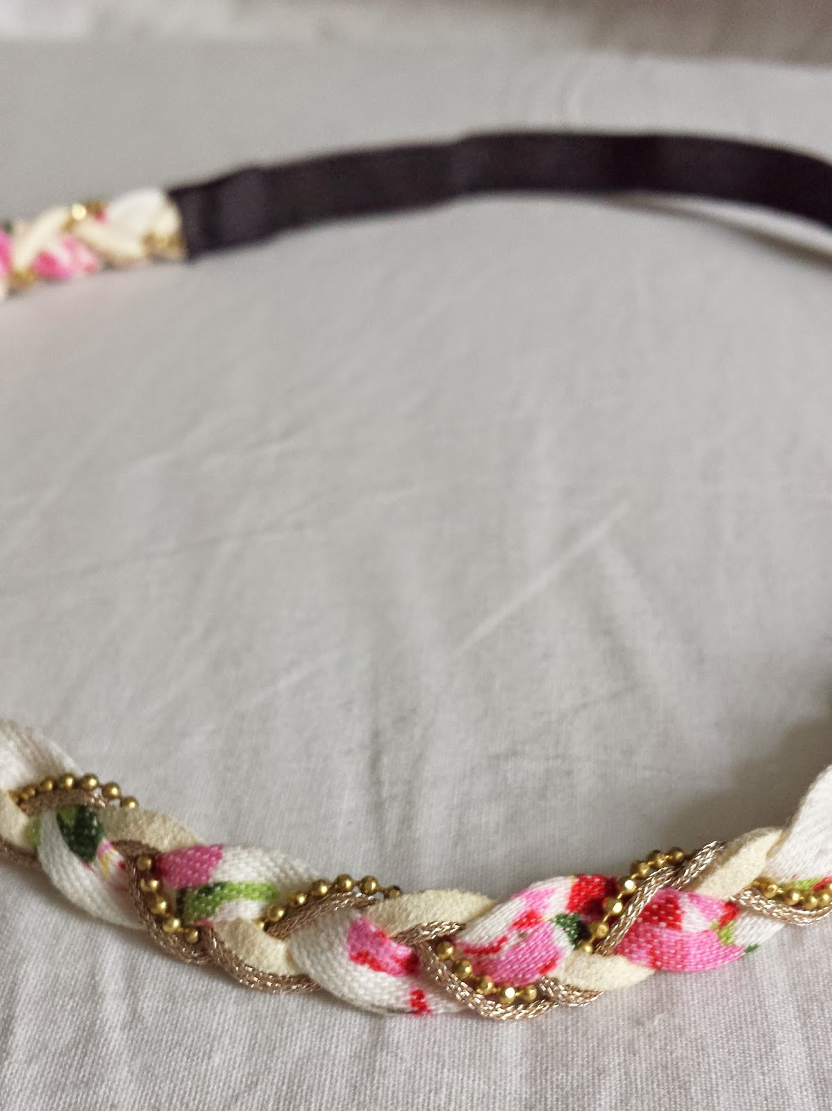 Clothes & Dreams: Self-rewarding during exams (shoplog): detail of Claire's white and pink headband