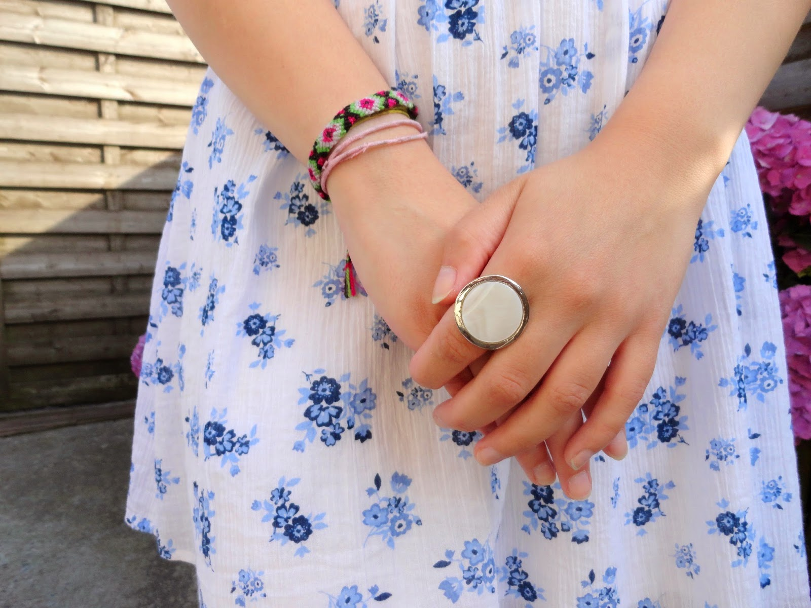 Clothes and Dreams: OOTD: Barbeque weather: White ring