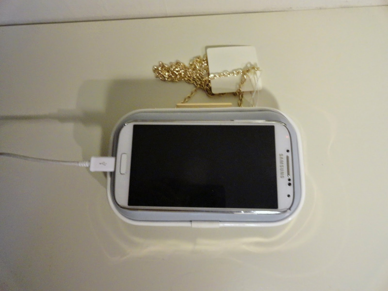 Clothes & Dreams: Shoplog: Forever21, Kruidvat and New Look: New Look Patent Box Clutch Bag phone for scale