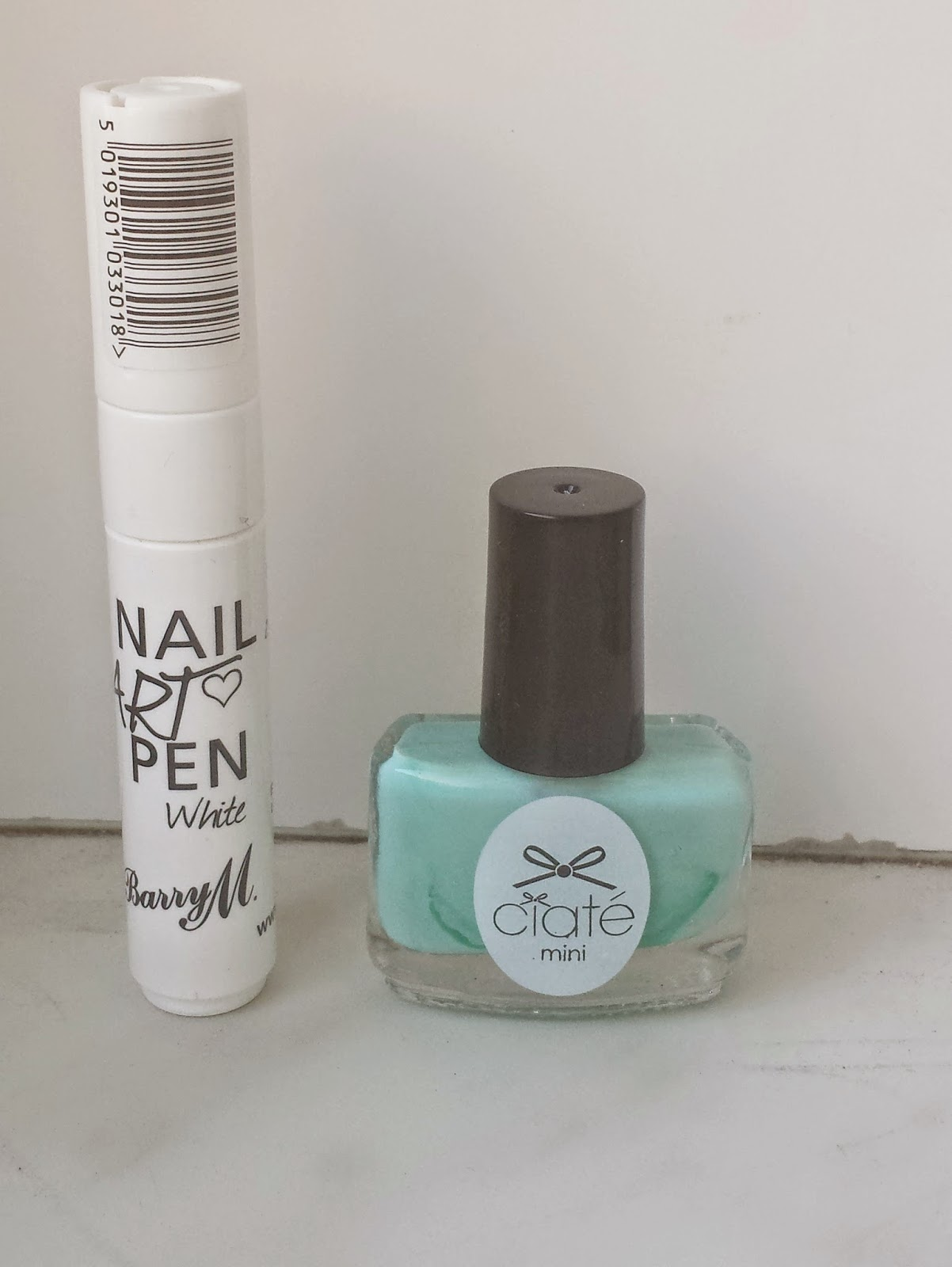 Clothes & Dreams: NOTD: Beach House and Lace: White Barry M Nail Art Pen and Ciaté mini polish Beach House collection Pepperminty